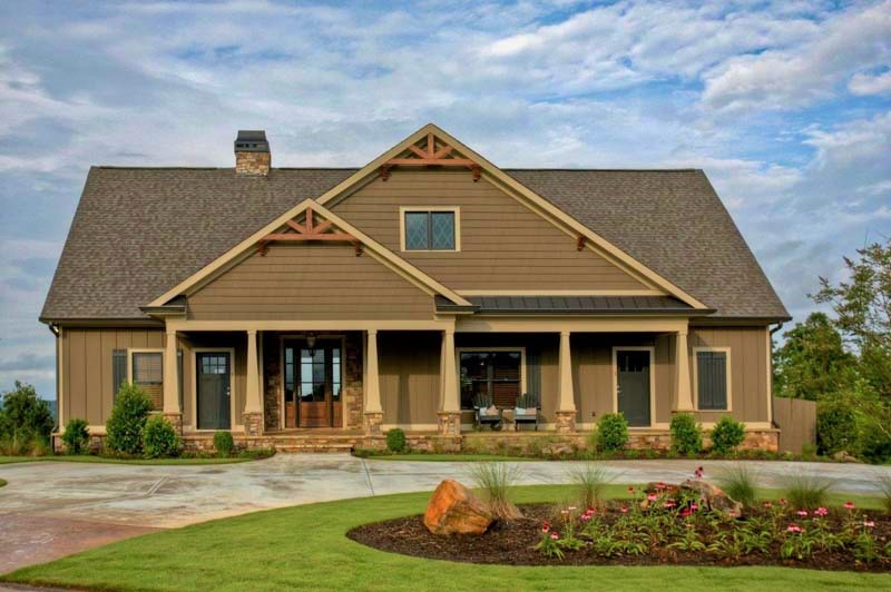 currahee home builders exterior in traditions of braselton